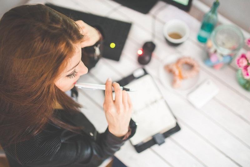 comment-etre-moins-stress-femme-bureau