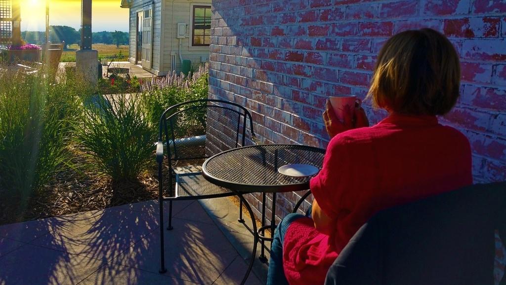 boire-un-cafe-sur-la-terrasse-detente