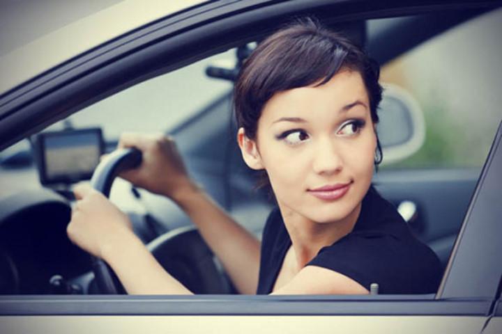 femme-qui-conduit-comment-reussir-son-permis-conseils