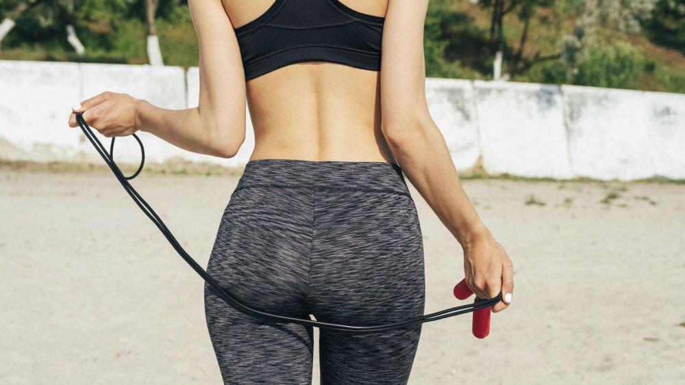 femme-sport-corde-a-sauter
