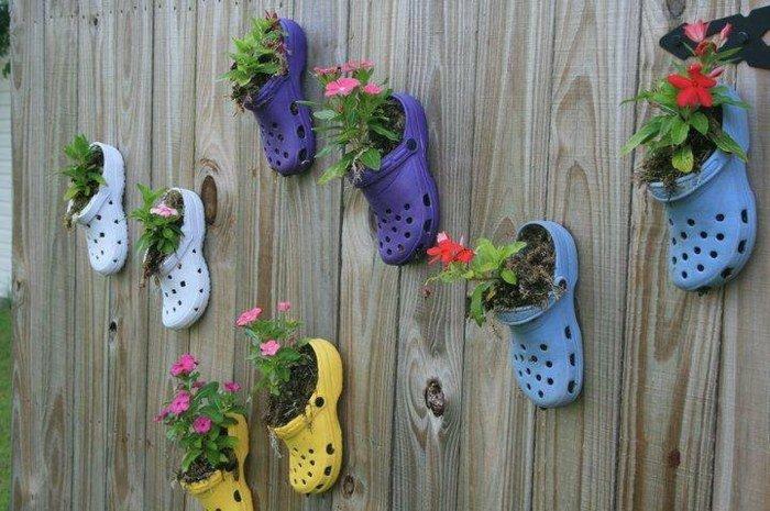 pots-fleurs-accrocher-sandales-crocs-recup