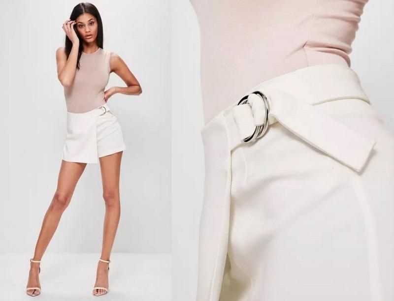e00e545abf Jupe short blanche avec anneau sur le côté, soldée à 18,75€ (au lieu de  37,50€)