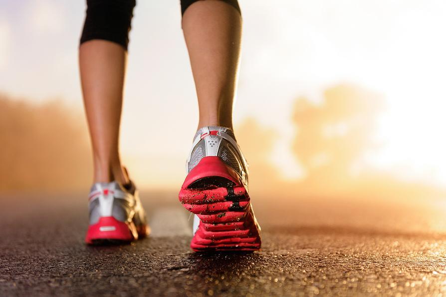 marche-sport-femme-se-muscler-les-cuisses