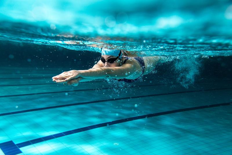 natation-femme-qui-nage