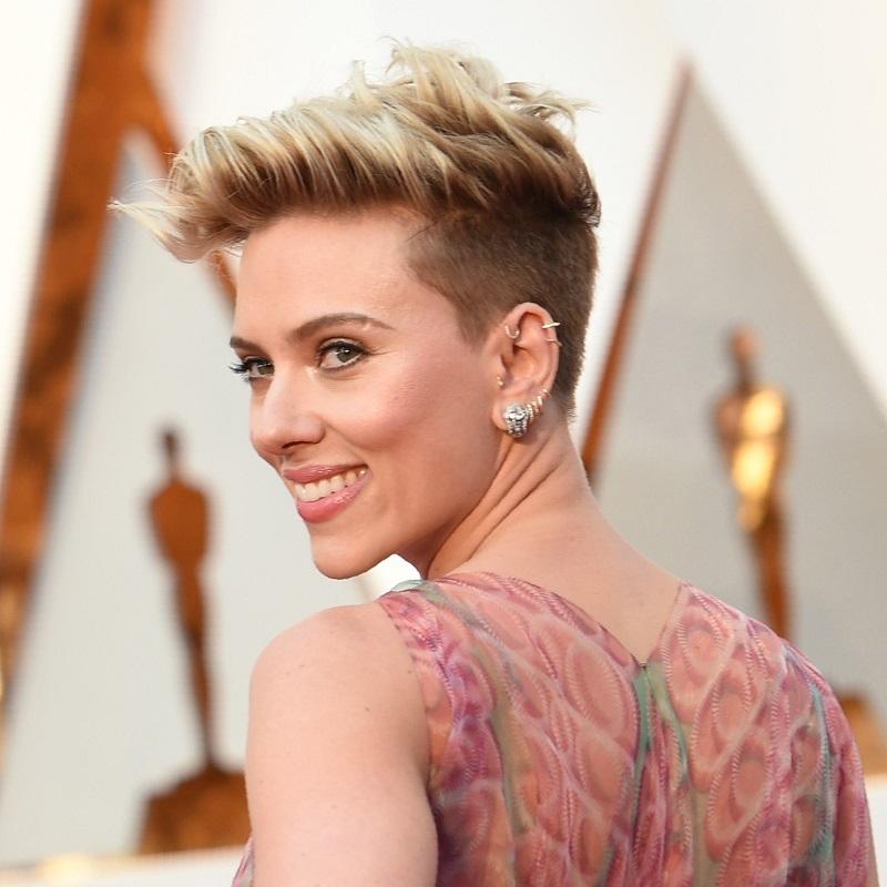 Scarlett,Johansson,coiffures,cheveux,fins,courts