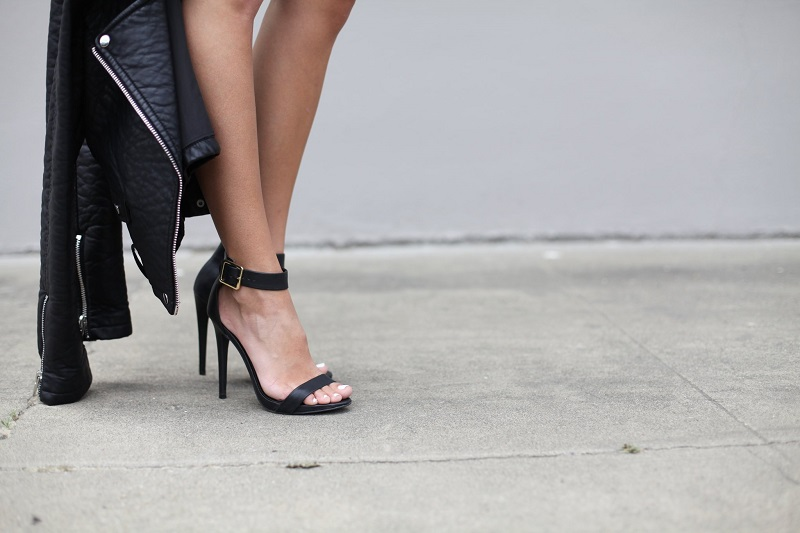 talons-hauts-noirs-chaussures-femme-ampoules