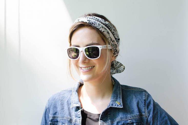 comment-porter-un-chapeau-femme-foulard-dans-les-cheveux