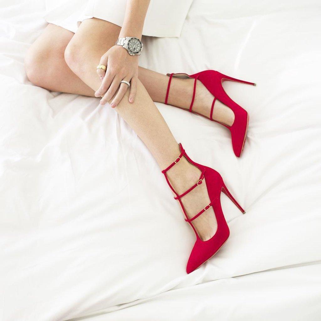 paire-de-chaussures-a-talons-rouges