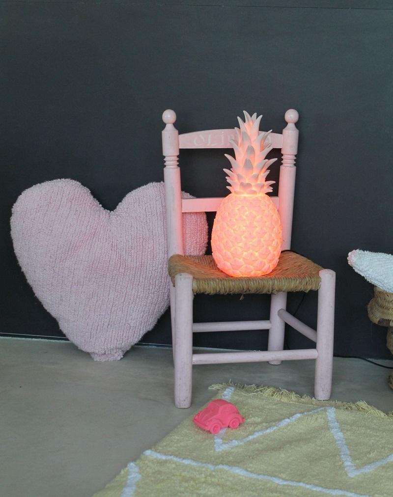 veilleuses-bebe-enfant-avantages-inconvenients-ananas