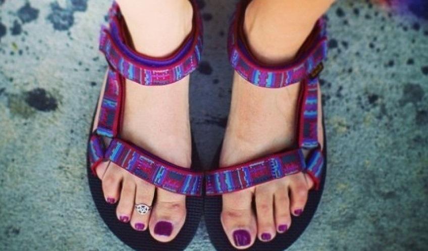 sandales-teva-femme-pieds-vernis