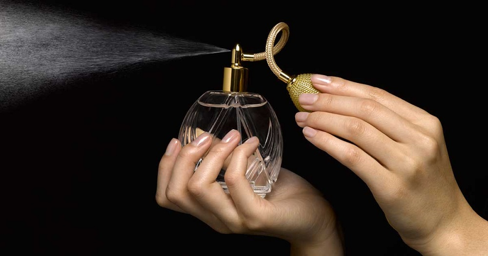 l-astuce-infaillible-pour-faire-tenir-son-parfum-toute-la-journee-2