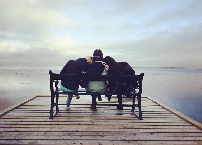 amis-banc-convaincre-relation