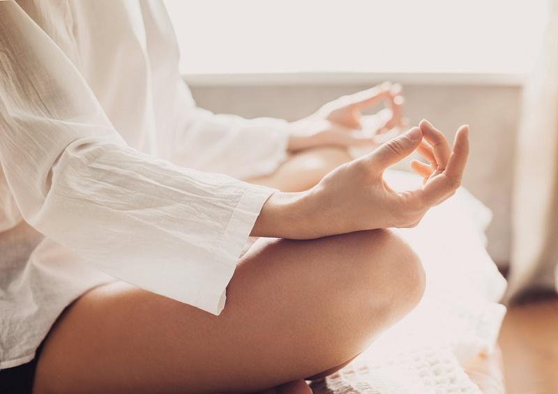 femme-qui-medite-meditation-bienfaits