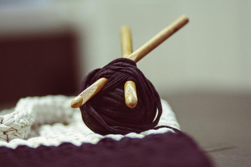 garder-ses-mains-occupees-avec-le-tricot-ou-le-crochet