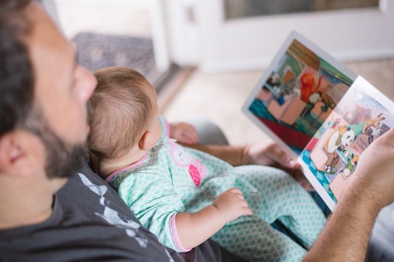 lire-une-histoire-enfant-bebe-papa