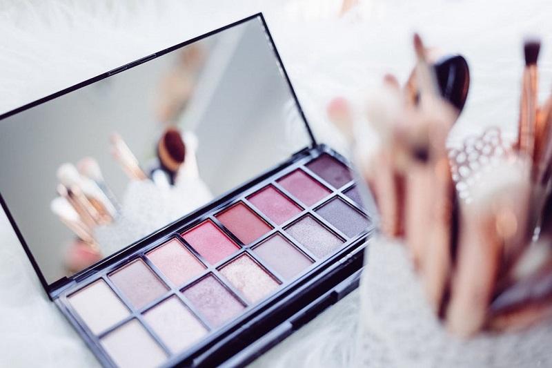 dans-quel-ordre-appliquer-ses-produits-de-maquillage