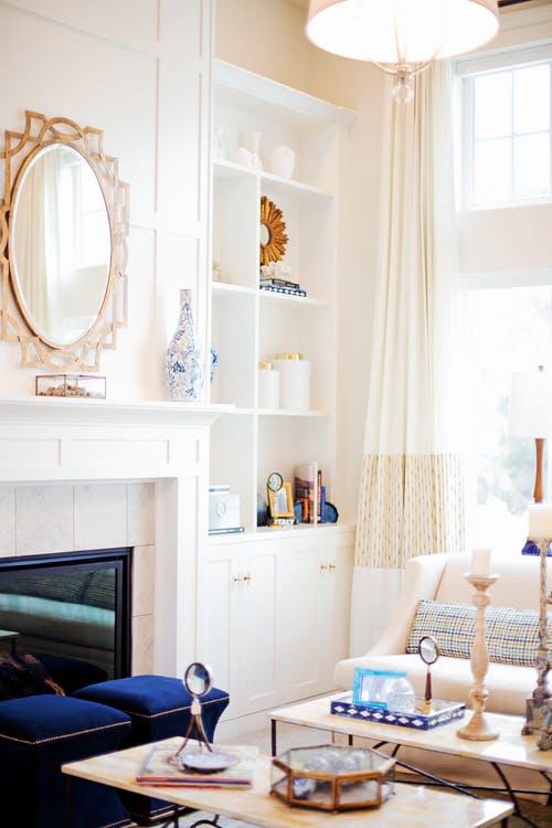 mur-blanc-salon-conseils-deco-lumineux-piece-lumineuse