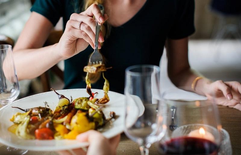 aller-au-restaurant-en-amoureux-diner-en-couple