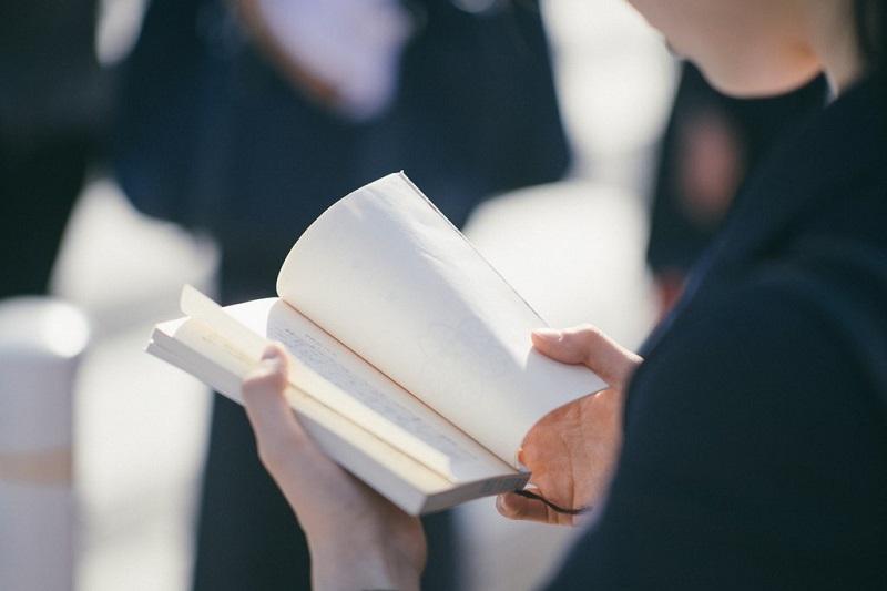 lire-un-livre-a-haute-voix