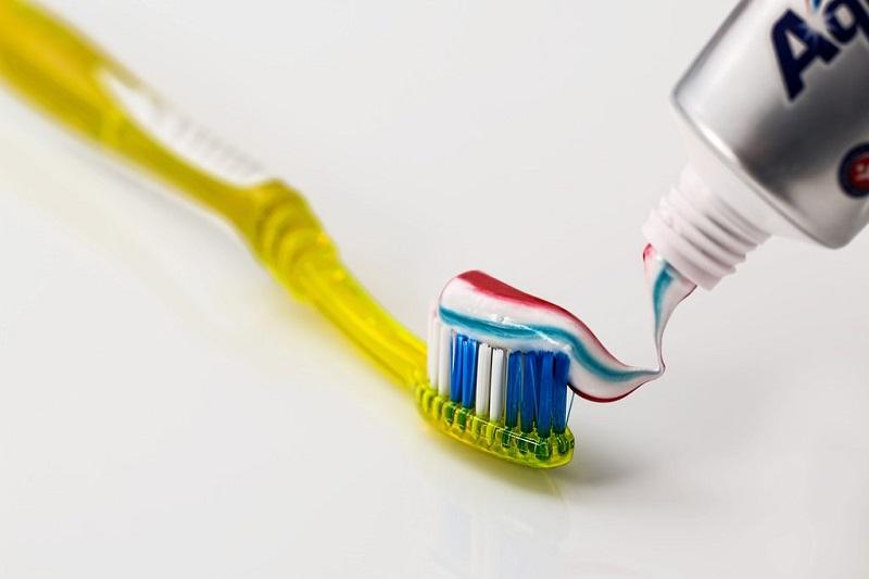 se-laver-les-dents-dentifrice