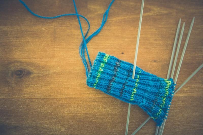 tricoter-tricot-avantages-tutoriel-debutant-laine-comment-tricoter-aiguilles-a-tricoter