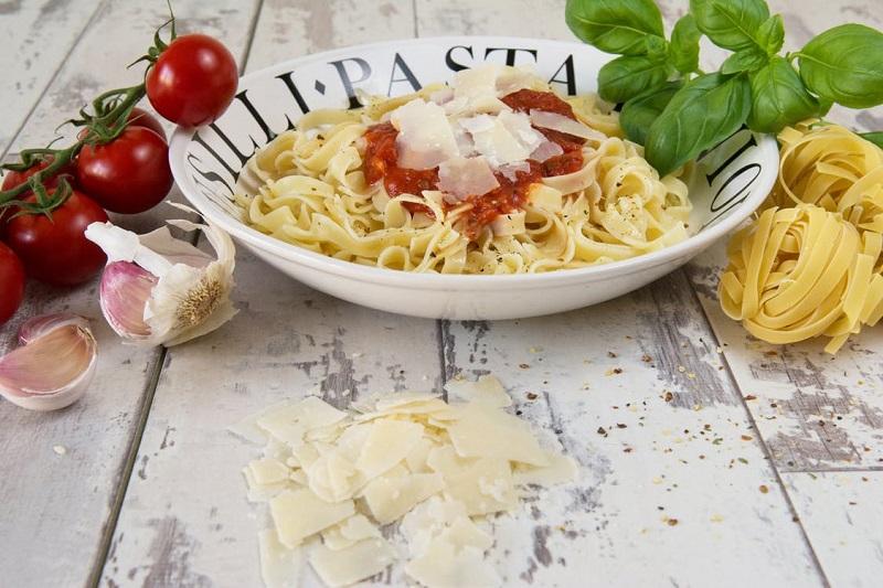 fromage-parmesan-sur-les-pates-regime