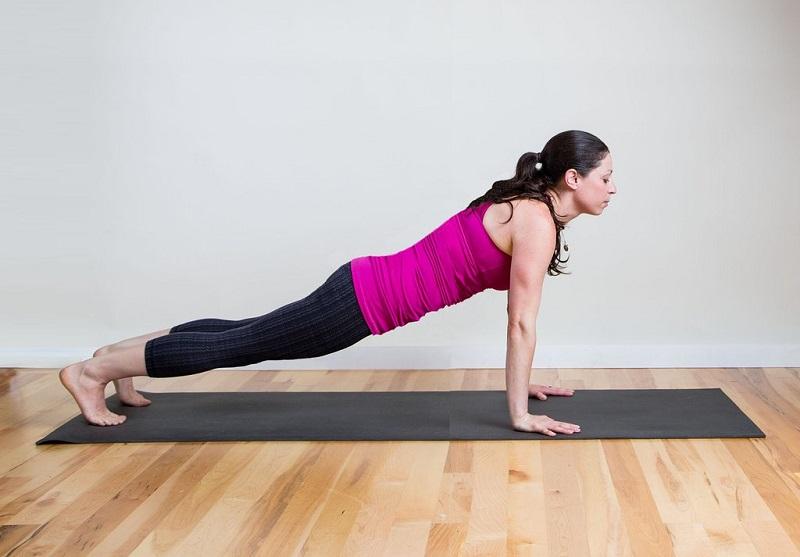 posture-de-la-planche-yoga-pour-ameliorer-sa-vie-sexuelle-1