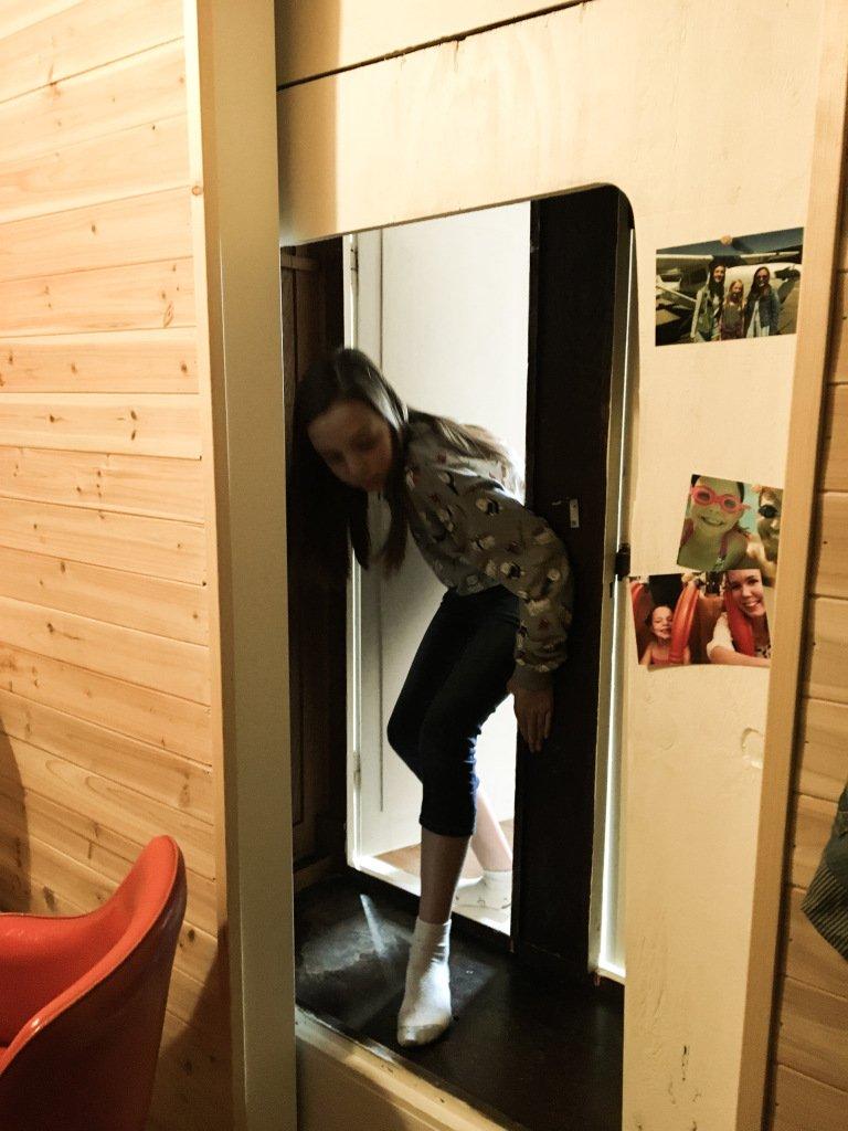 comment cette maman a transform un placard en une chambre secr te g niale pour sa fille so. Black Bedroom Furniture Sets. Home Design Ideas