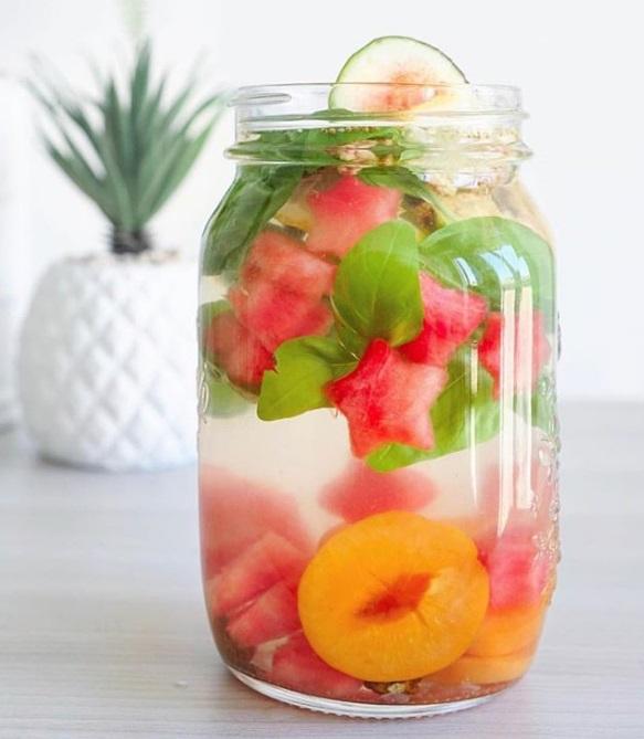 recette-eau-fruitee-detox-11