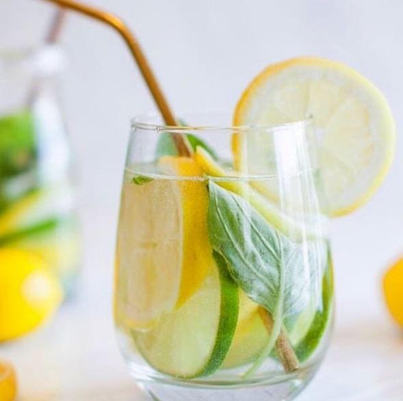 recette-eau-fruitee-detox-2