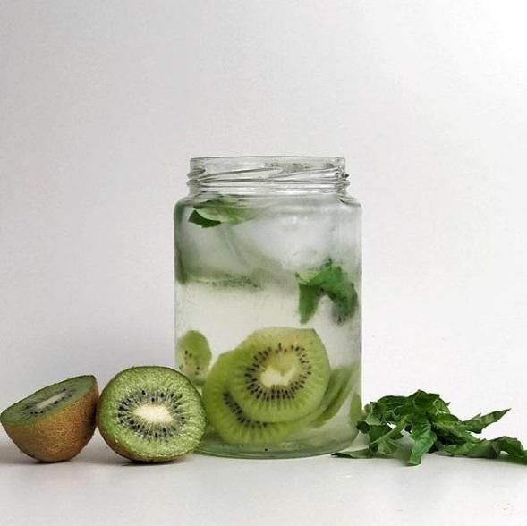 recette-eau-fruitee-detox-4