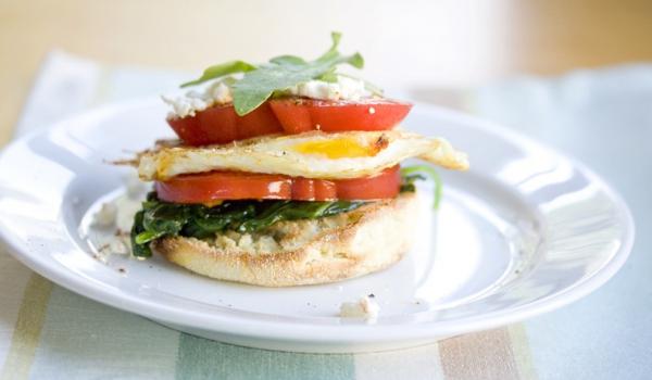 muffin-anglais-oeuf-tomates-mozzarella