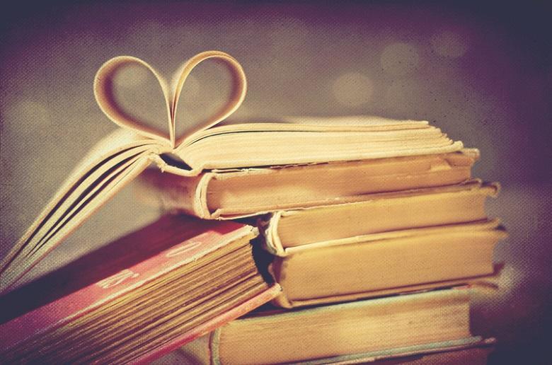 aimer-lire-pile-de-livres