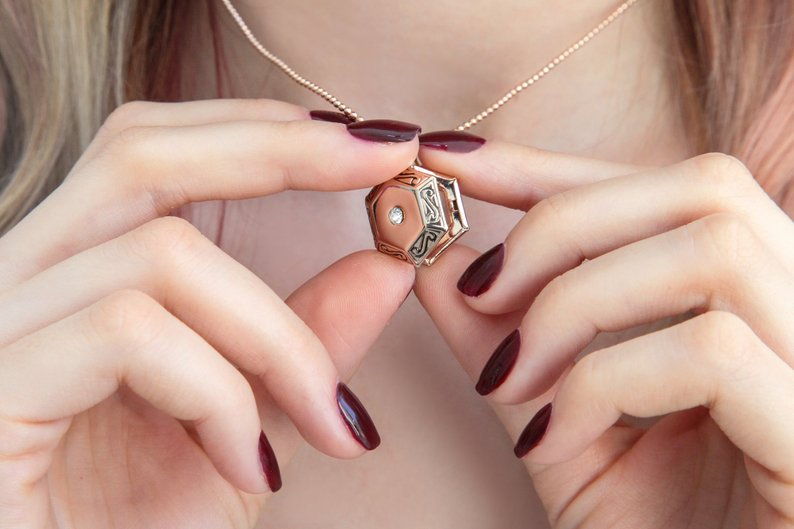 collier-medaillon-or-rose