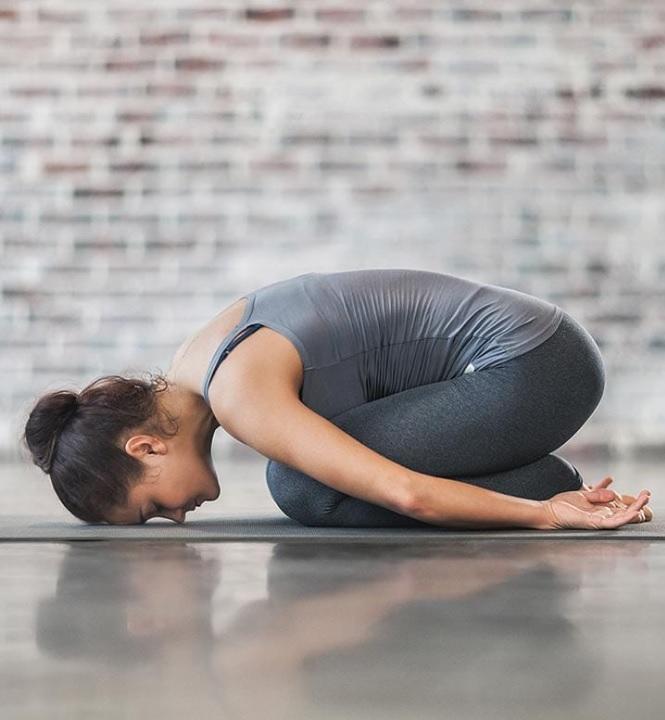 posture-de-l-enfant-yoga-balasana