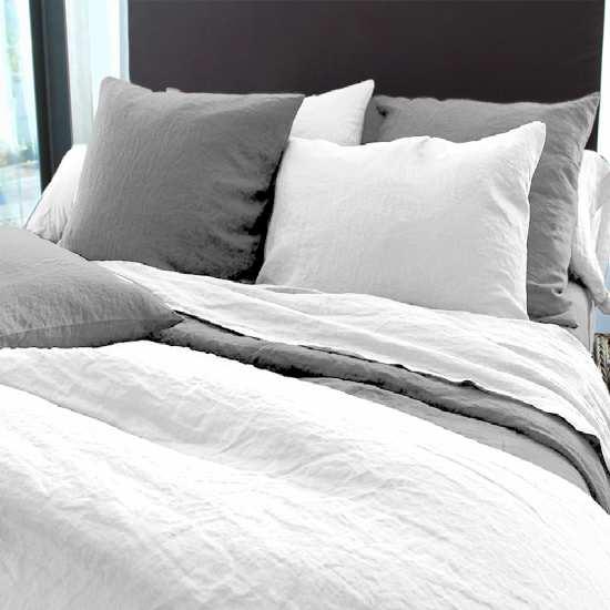 housse-de-couette-en-lin-lave-blanc