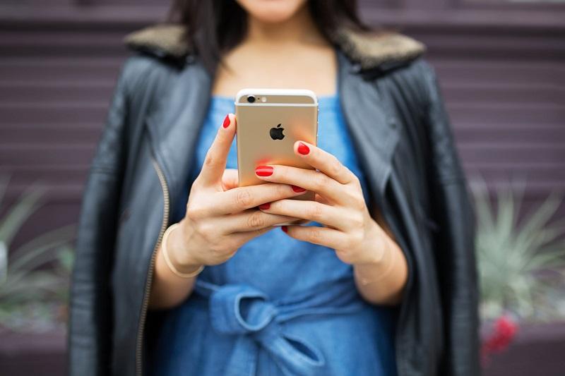 reseaux-sociaux-smartphone