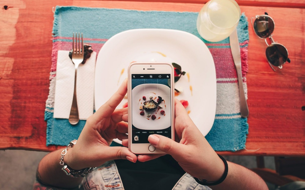 food-instagram-smartphone