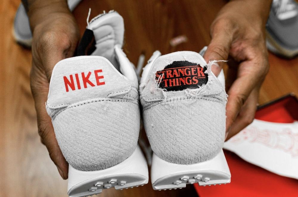 Nike Se Sort Qui Stranger Things Pour Des Révéler Sneakers Brûlent LpqSzjUGMV