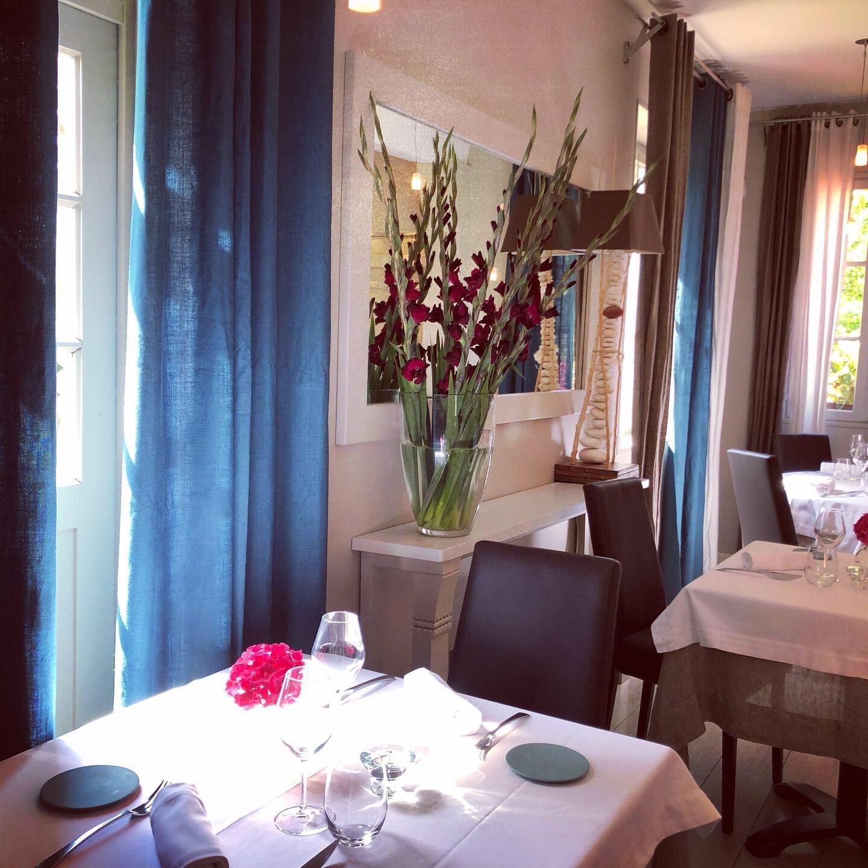 rideaux-prusse-embrin-dans-un-restaurant-etoile-normand