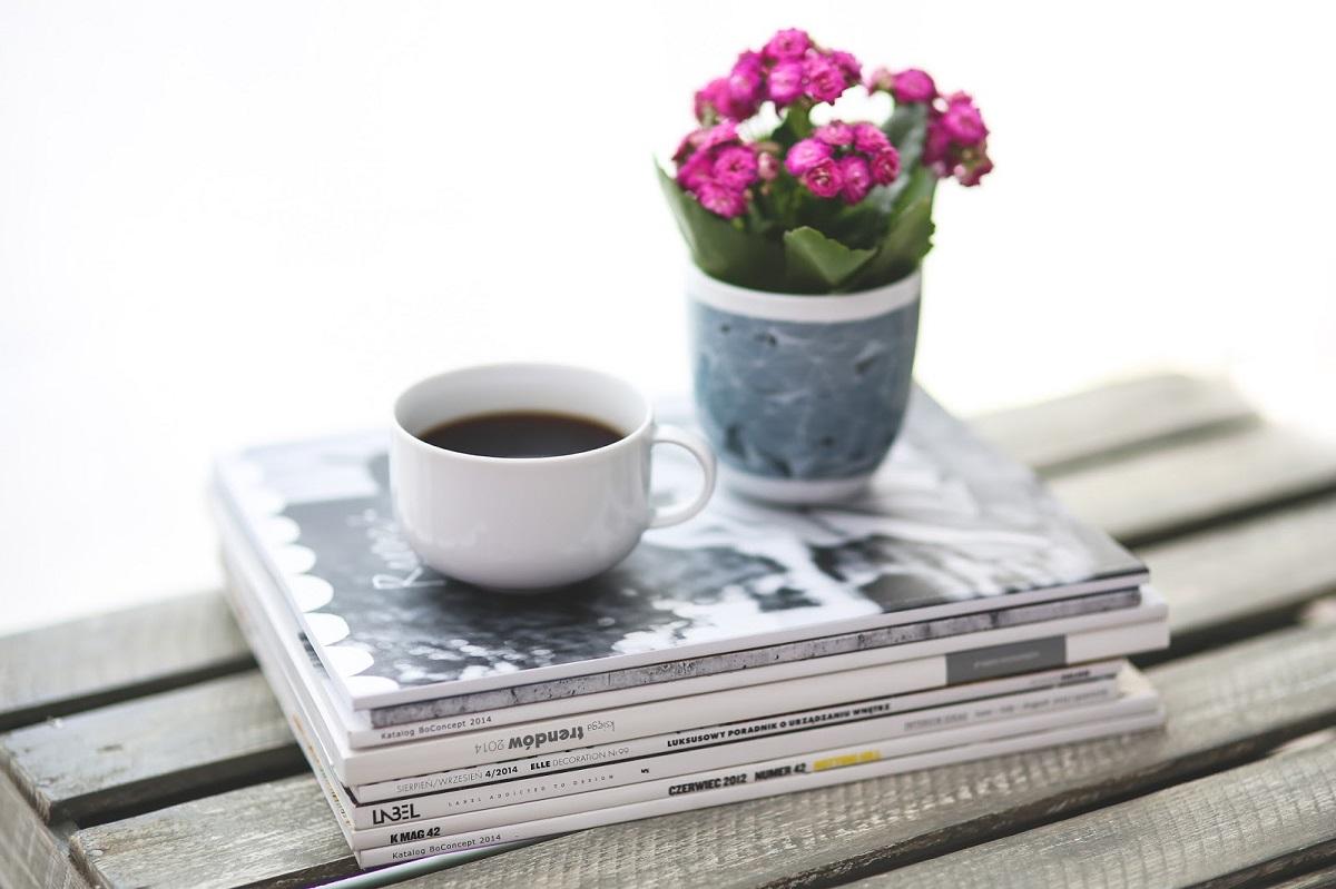 magazine-cafe-fleurs-roses