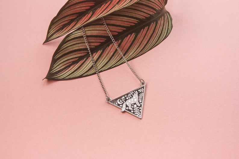 collier-triangle-loup