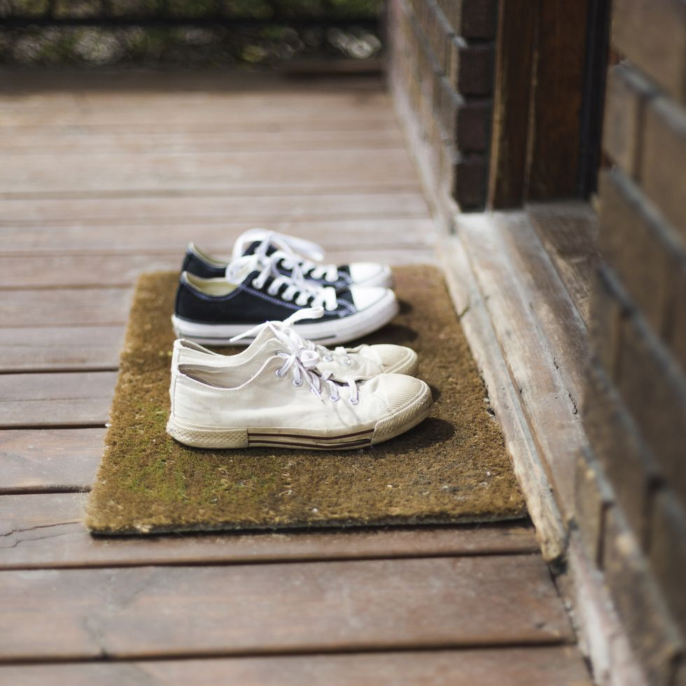 retirer-ses-chaussures-paillasson-2