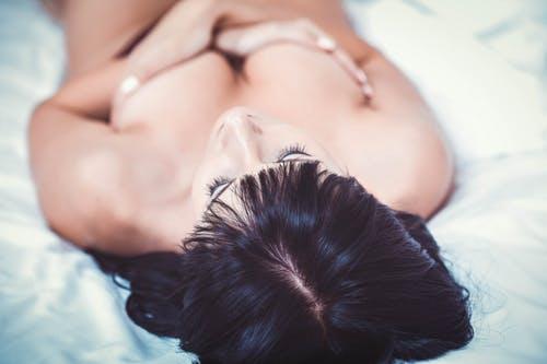 femme-seins
