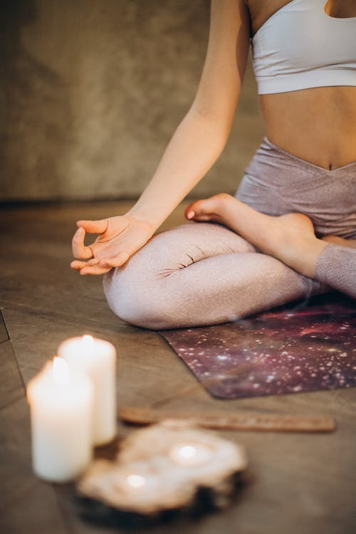 yoga-position-lotus-femme