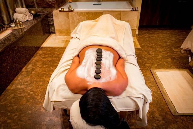 massage-dos-pierres