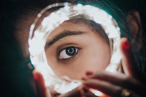 femme-miroir-oeil