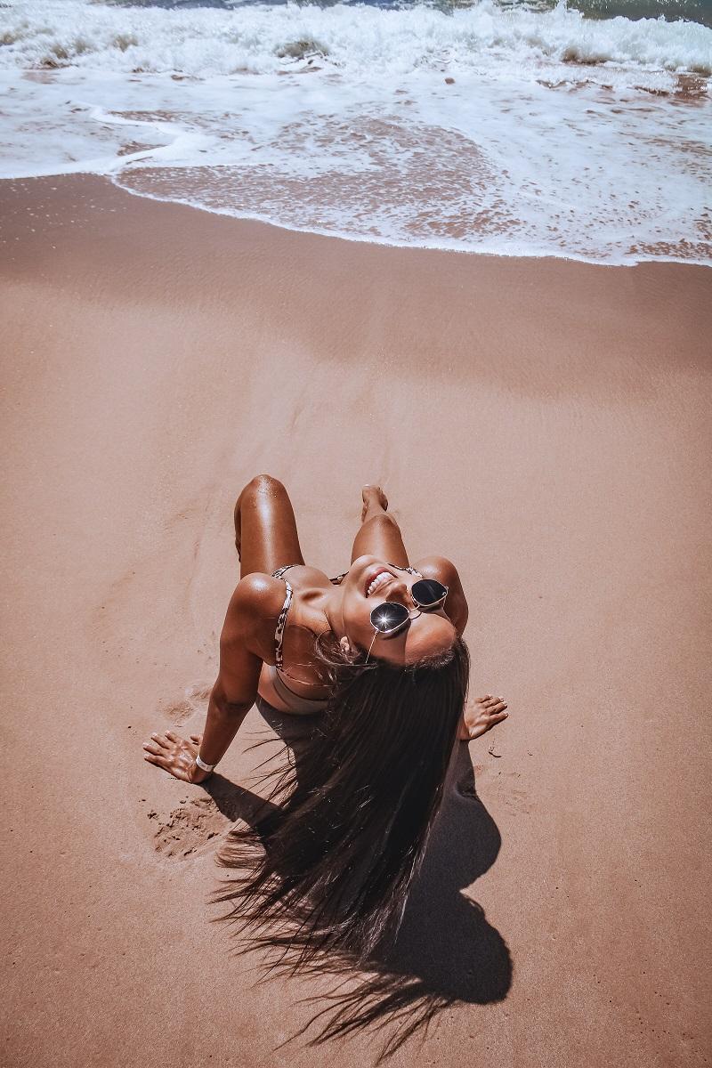 plage-femme-maillot-bain
