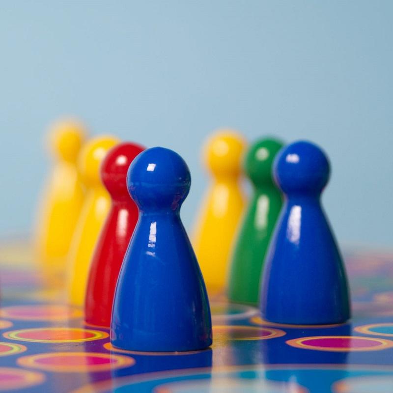 pions-colores-plateau-jeu