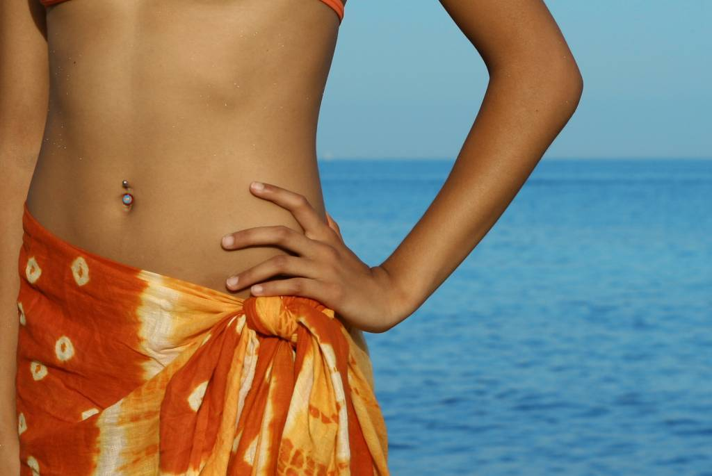 piercing-ventre-nombril-plage